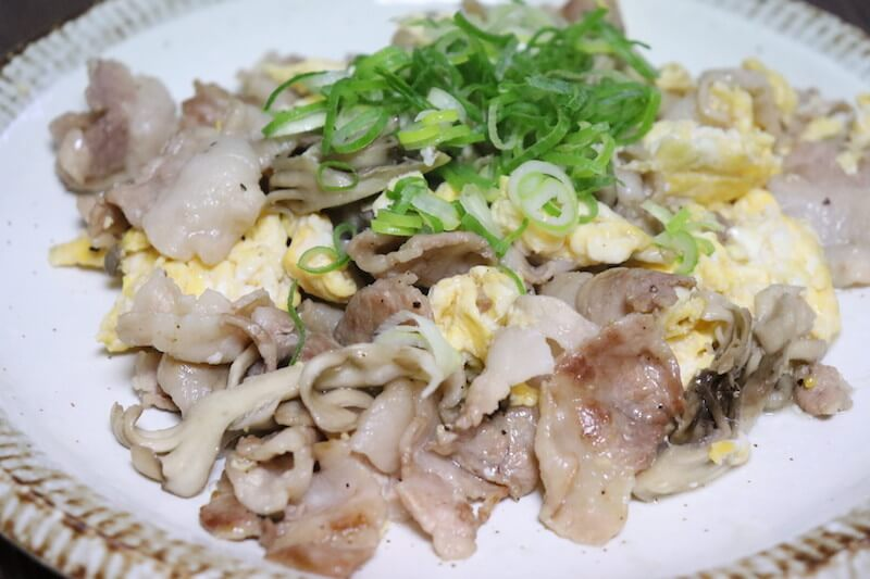 豚バラ肉と舞茸と卵の炒めもの